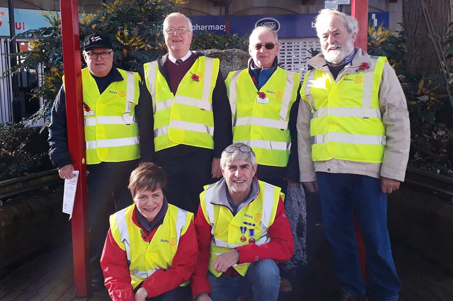 Rotary Club of Clevedon Yeo Assisting with Armistice Day Celebrations Clevedon Triangle