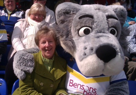 President Sue & Wolfie keep warm at a fellowship visit to Warrington Rugby Club