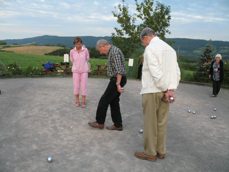 Foot measuring at a boule contest