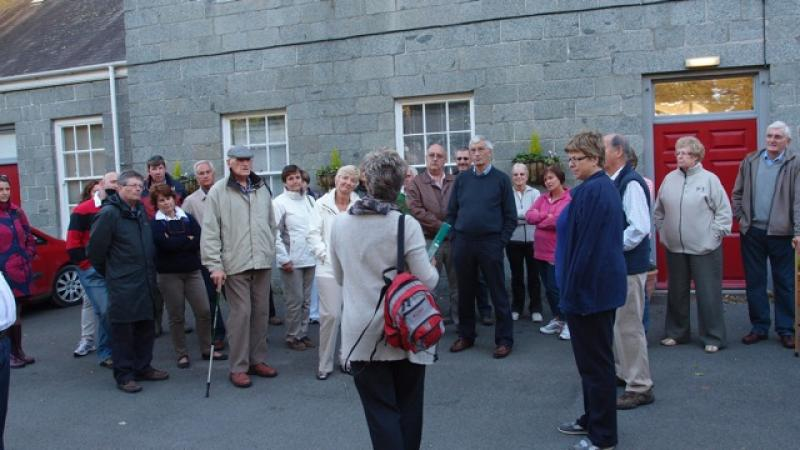 Cider Fields Tour with Gill Girard (September 2011) - Final briefing outside the former Les Vauxbelets College