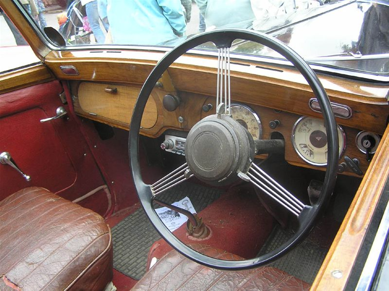 Chipping Norton Car Day - ...with a polished wooden fascia...