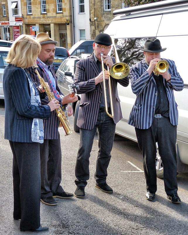 CHIPPY JAZZ AND MUSIC 2013 - got the Market Place rocking in the sunshine.