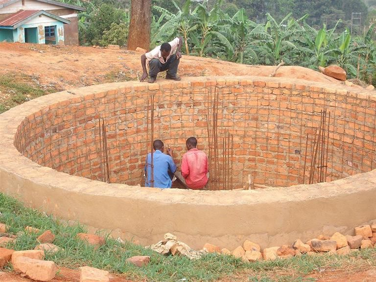 KINKIIZI WATER PROJECT - UGANDA - Storage tank holder almost complete.