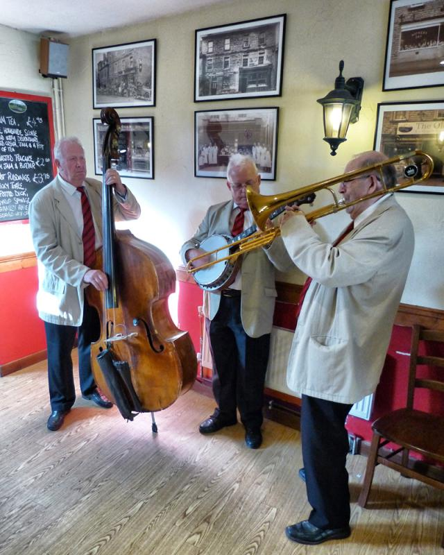 CHIPPY JAZZ AND MUSIC 2013 - brightened up the Old Mill Coffee Shop...