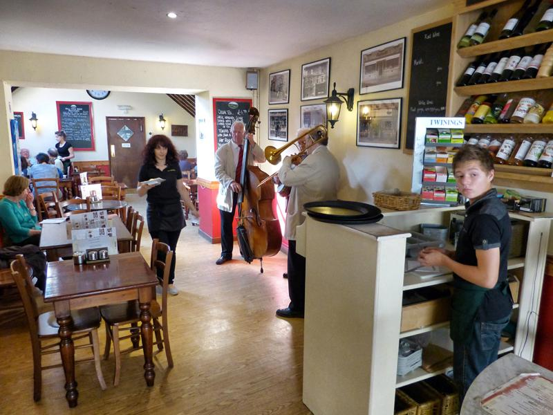 CHIPPY JAZZ AND MUSIC 2013 - to the different types of tea.