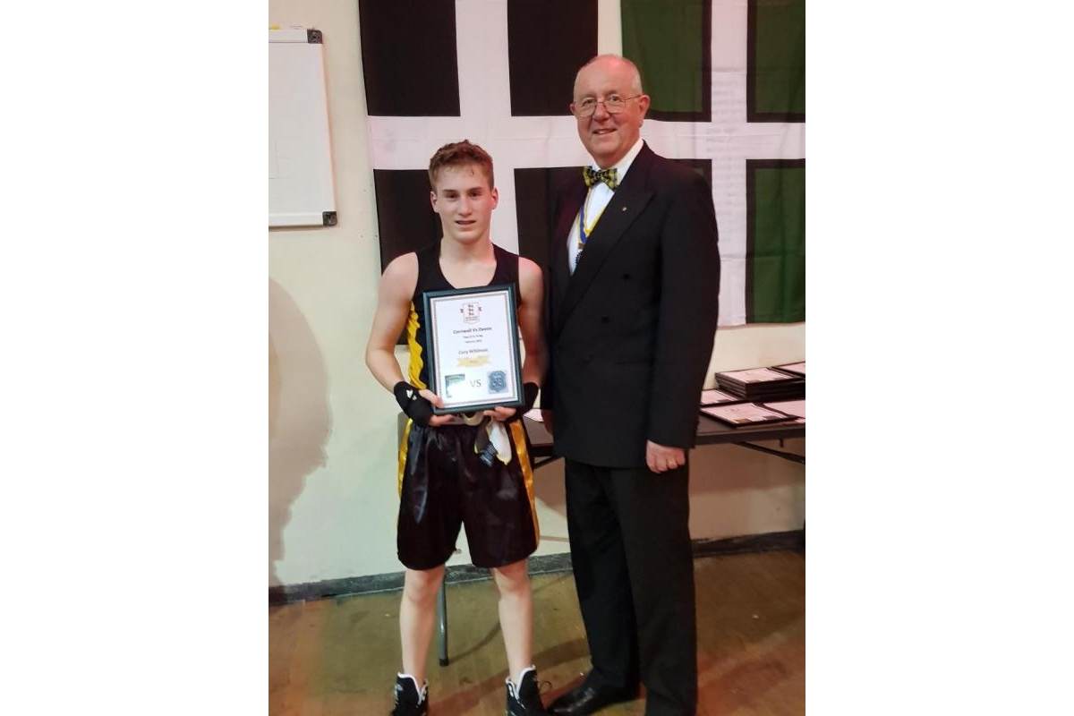 CHARITY DINNER AND BOXING EVENING - 180203Boxing - Rotary President Colin Marshall presenting winners certificate.