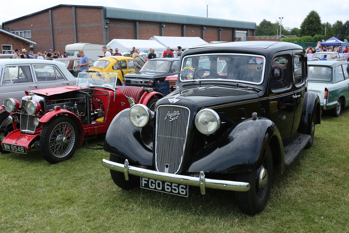 Doncaster Classic Car and Bike Show 2017 - 1930s MG and Austin