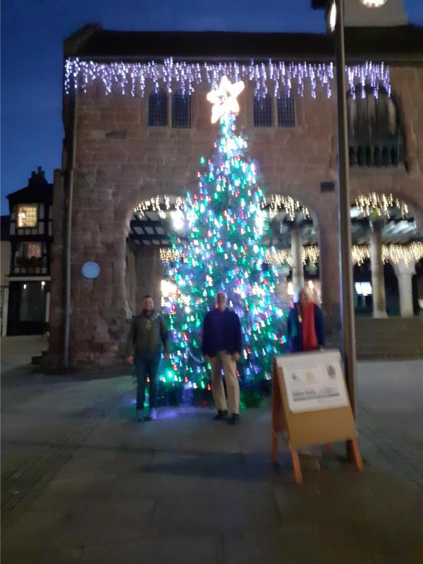ROSS TOWN CHRISTMAS TREE - Town Mayor, Rotarian and Rotary President