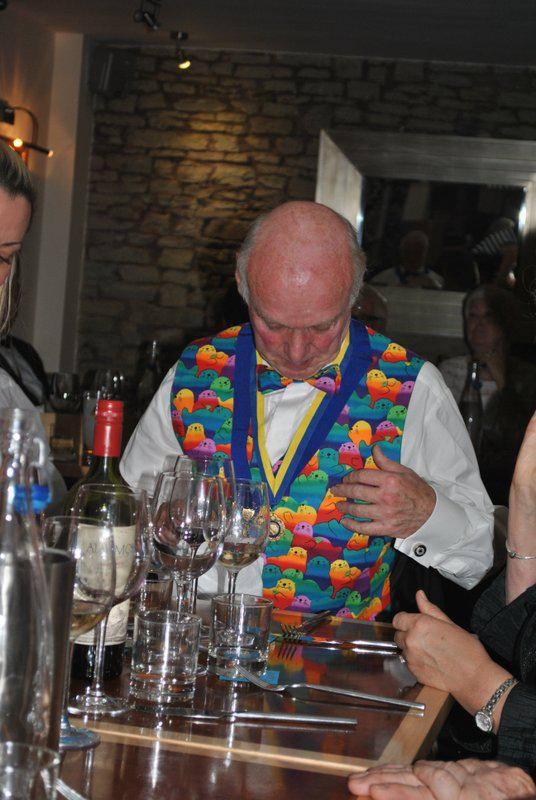 7.15 for 7.30pm Sheila's President's night at the Castle Inn - Kim - what is going on here?