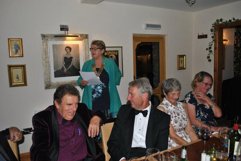 7.15 for 7.30pm Sheila's President's night at the Castle Inn - and building up the finale.