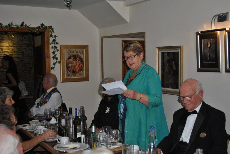 7.15 for 7.30pm Sheila's President's night at the Castle Inn - Sheila building up the suspense...