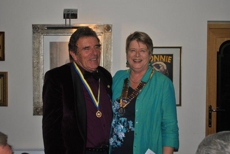 7.15 for 7.30pm Sheila's President's night at the Castle Inn - and posing for the picture - well done Ivan.
