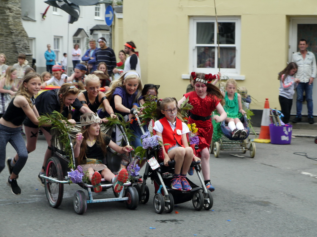 2017 Carnival Photographs - 2017-07-19a - Pram Race (03)