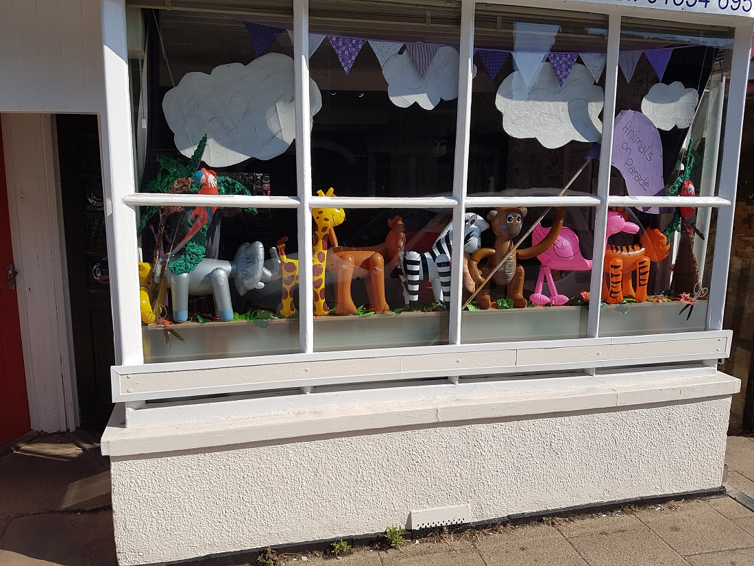 Window competion 2017 animals on parade - 20170619 090452