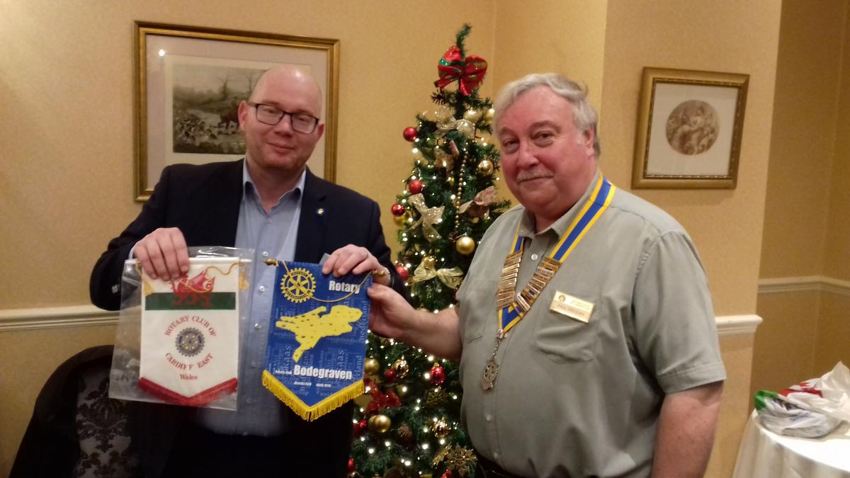 Interaction/co-operation With Other Clubs, District and RIBI - Visitor Willem Zuyderduyn of RC Bodegraven in Holland exchanges banners with Pres. Paul on a visit on 28/11/18.