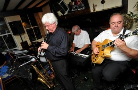 Chippy Jazz 2010 - Perry and his Trio perform at the Crown and Cushion.