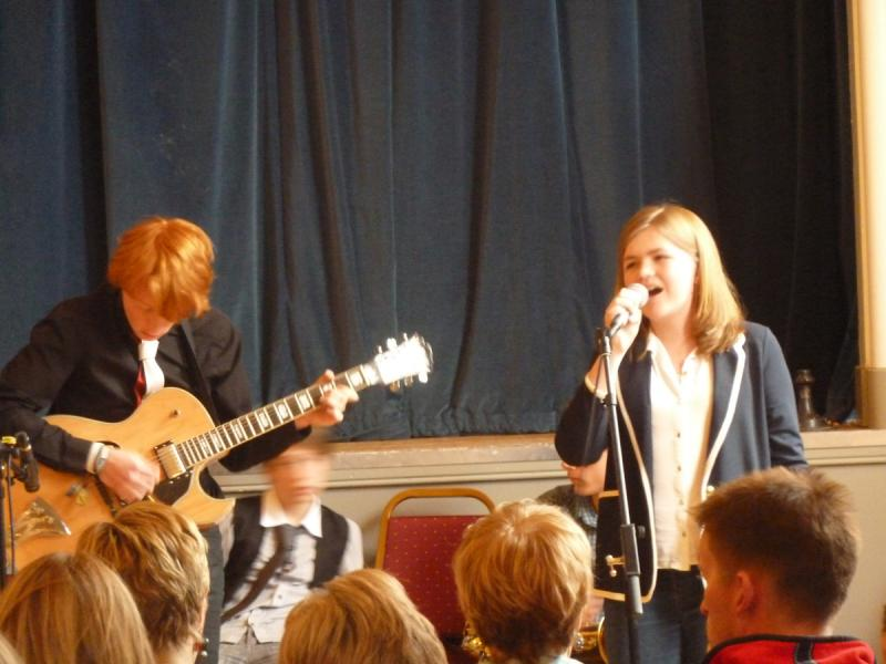 CHIPPY JAZZ AND MUSIC 2012 - ...before allowing their young female vocalist to give a rendering of