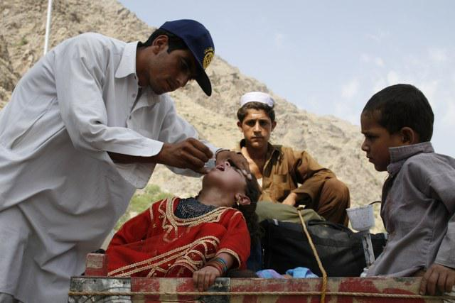 End Polio Now - Rotary is reaching the children in remote border zones.