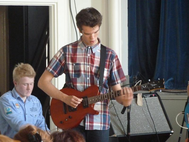 CHIPPY JAZZ AND MUSIC 2013 - from a very flexible rhythm guitar...