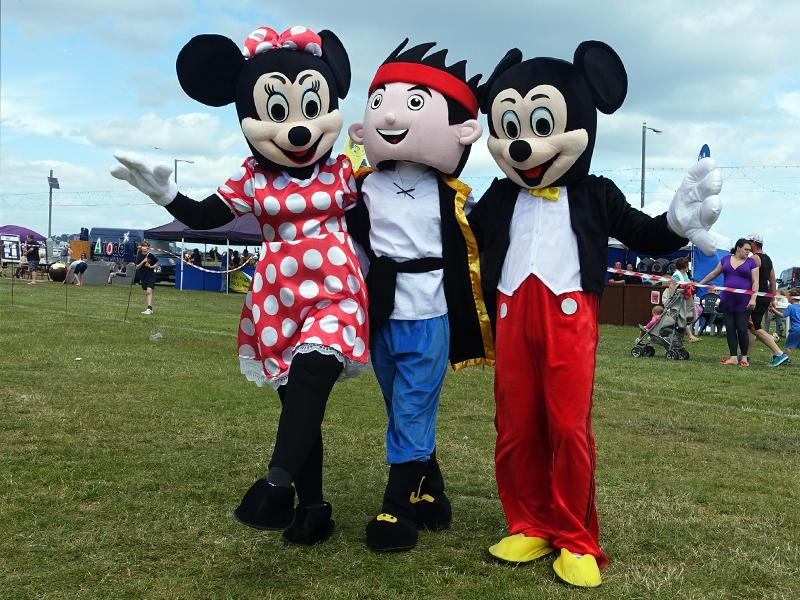 Family Fun Day - 26th June 2016 at Queen's Park - Good friends again!