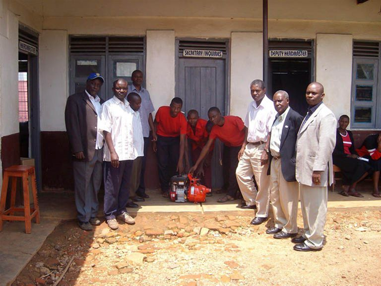 KINKIIZI WATER PROJECT - UGANDA - The new pump with members of the Rotary Club of Kabale and staff members of Kinkiizi School.