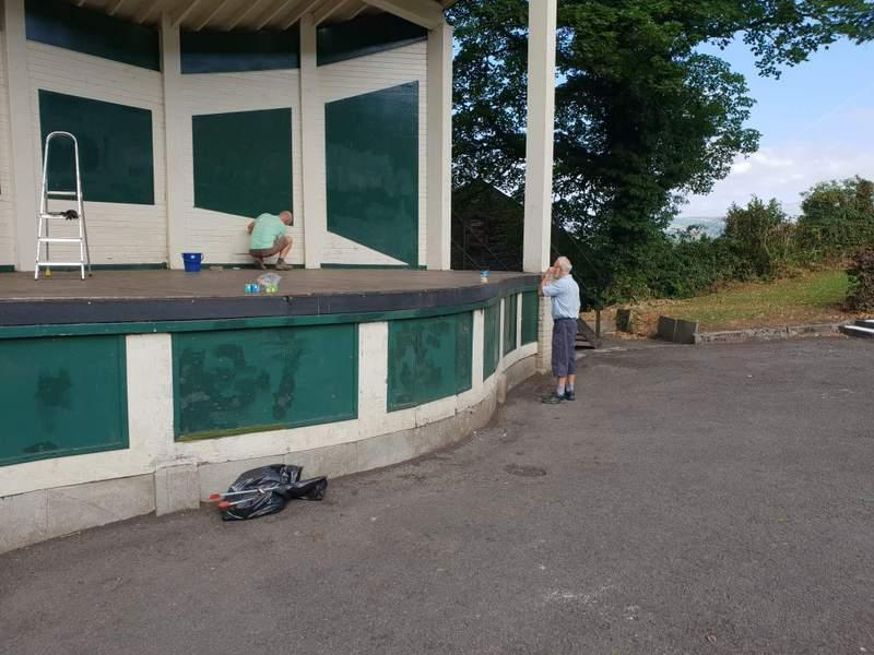 Castle Bandstand get a Rotary makeover -