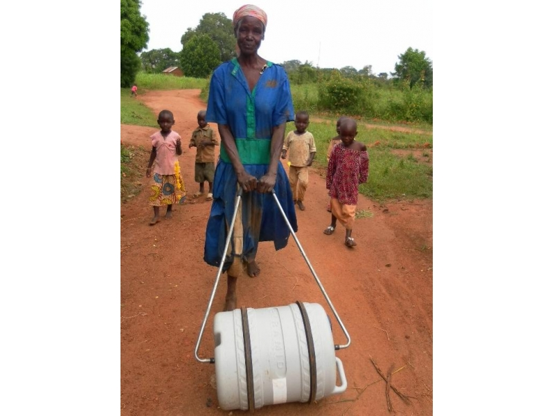 THE ROTARY FOUNDATION - ROTARY'S OWN CHARITY - Supply of 50 Rolling Barrels that will enable villagers in Eastern Africa to transport water more easily.