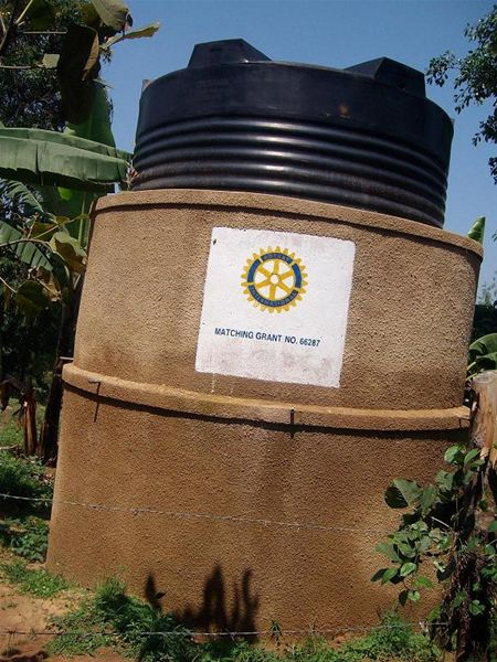KINKIIZI WATER PROJECT - UGANDA - A further rainwater tank, declaring it is a Rotary project.