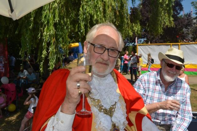 Ely Aquafest 2018 - The mayor and some hanger -on