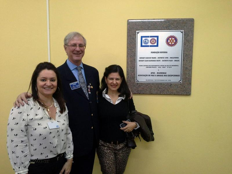 Joint International Project - Rotary Blumenau Oeste - Brazil - Josie, President of the RC Blumenau Oeste, Roque, DG of District 4650, and Cristiane