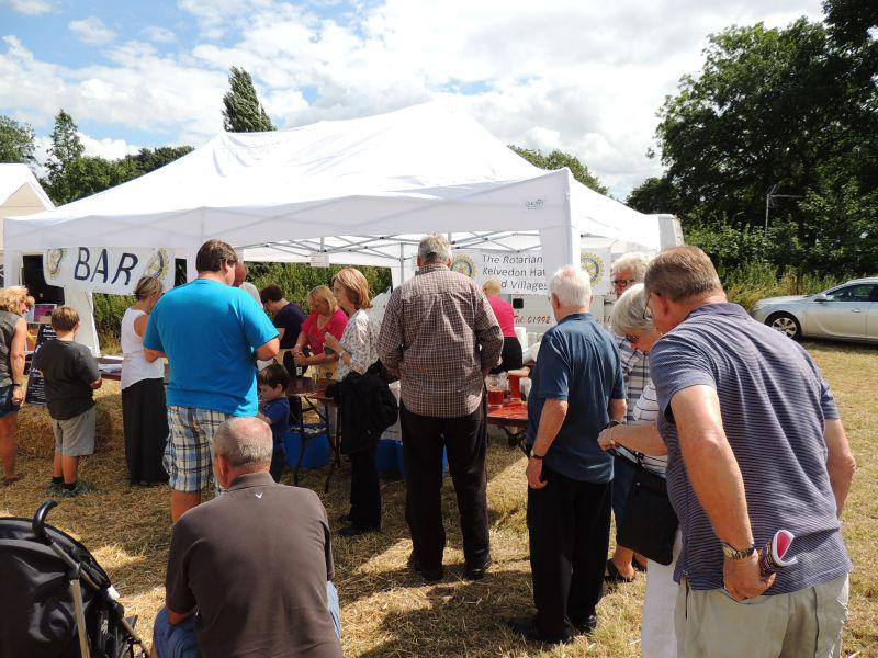 Toot Hill Show 2013 - And the rush for the bar goes on