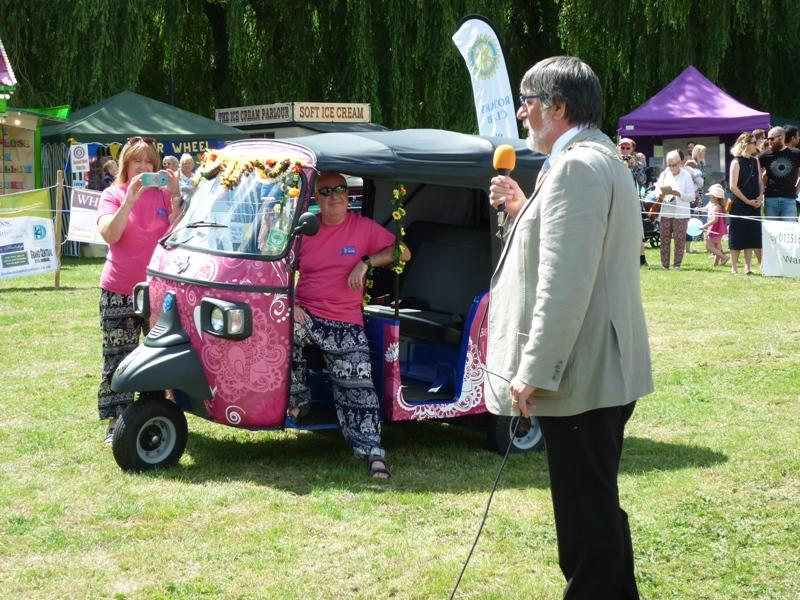 Ely Aquafest 2017 - The Mayor arrives by Tuk-Tuk