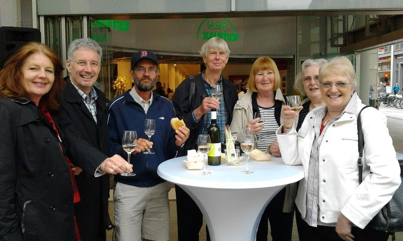 Contact Club Reunion in Leipzig - Meike Rieken, Martin Kunkele, Dave Alker, Bob & Tessa Hinge, Jan Dash & Hazel Hedges enjoy asparagus and wine.