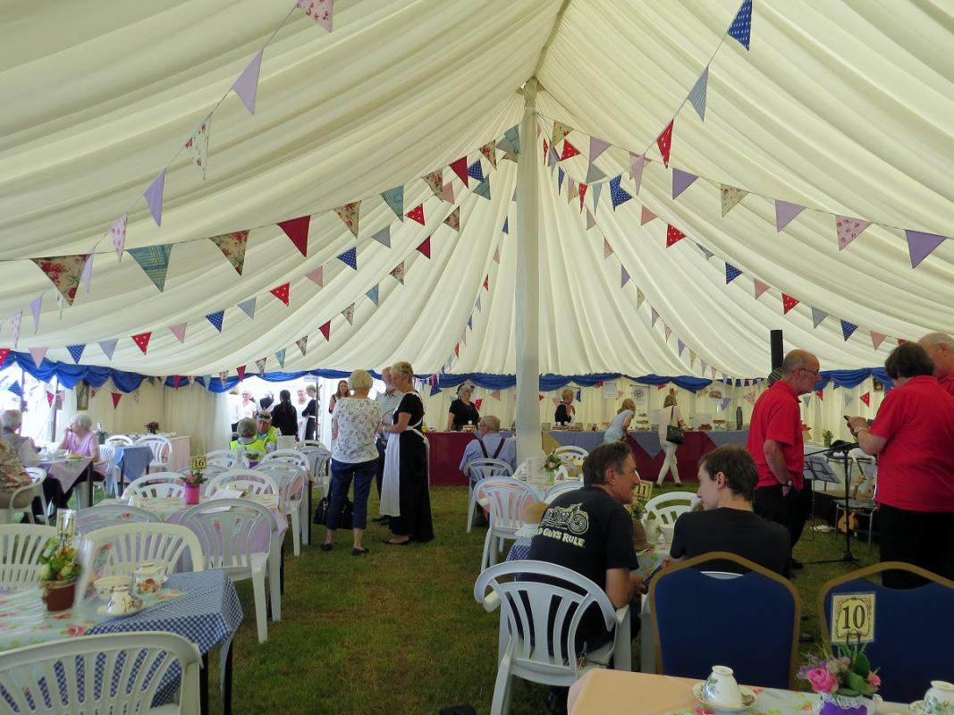 Leisure Lakes Steam and Vintage Vehicle Rally 2016 - A Warm Welcome awaits those for Tea and Cakes !