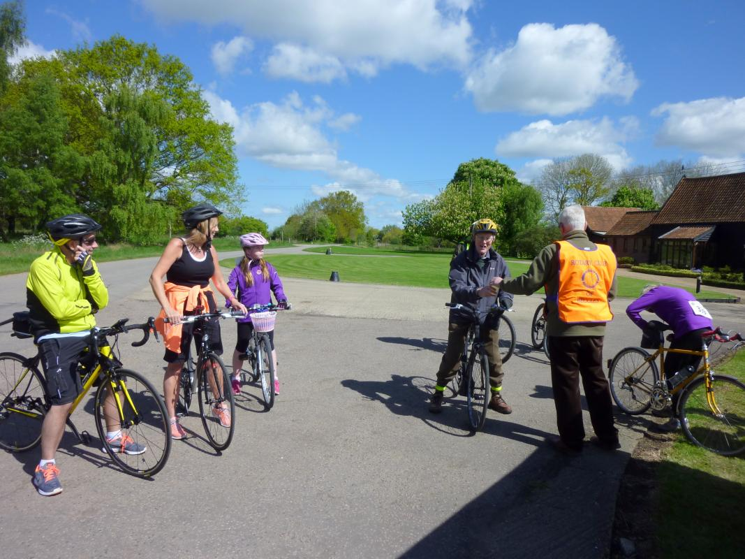 Beccles Cycle for Life - Refreshment stop at Becks Green
