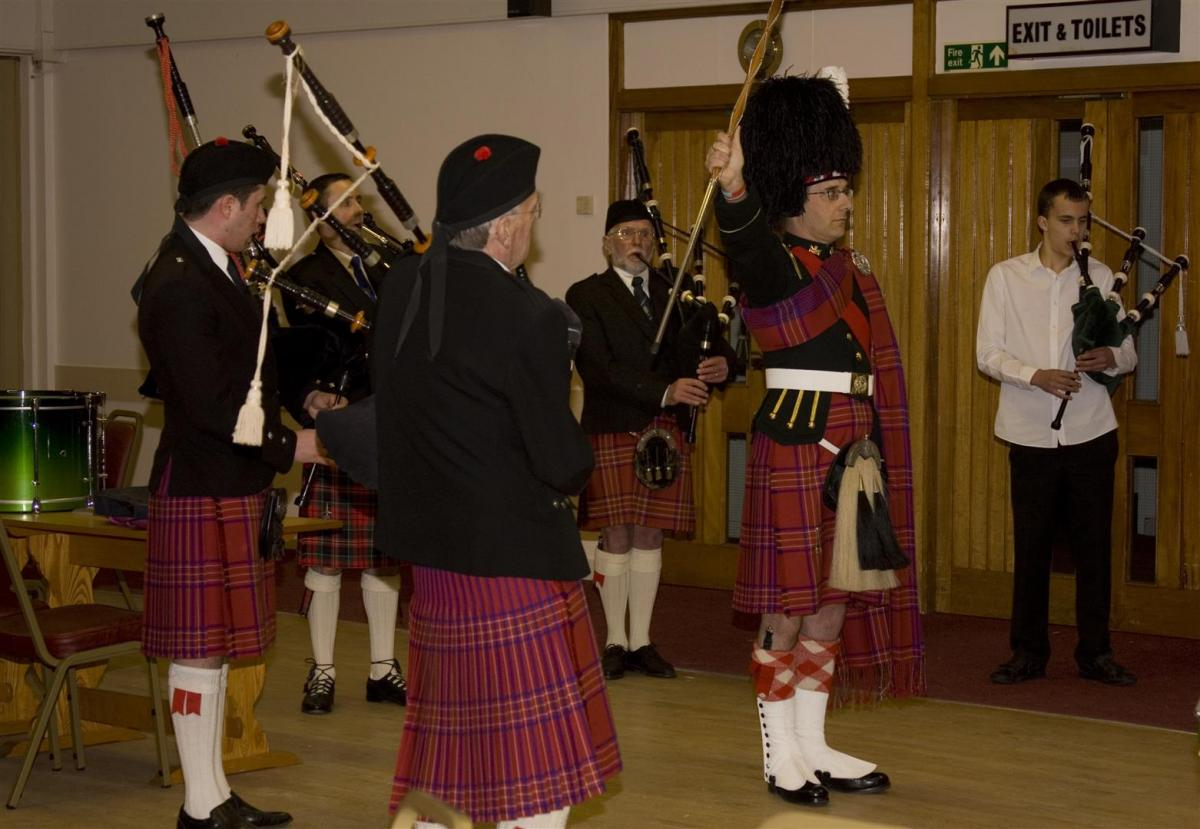 2013 Presentation to Banchory Pipe Band - BL 16 (Large)