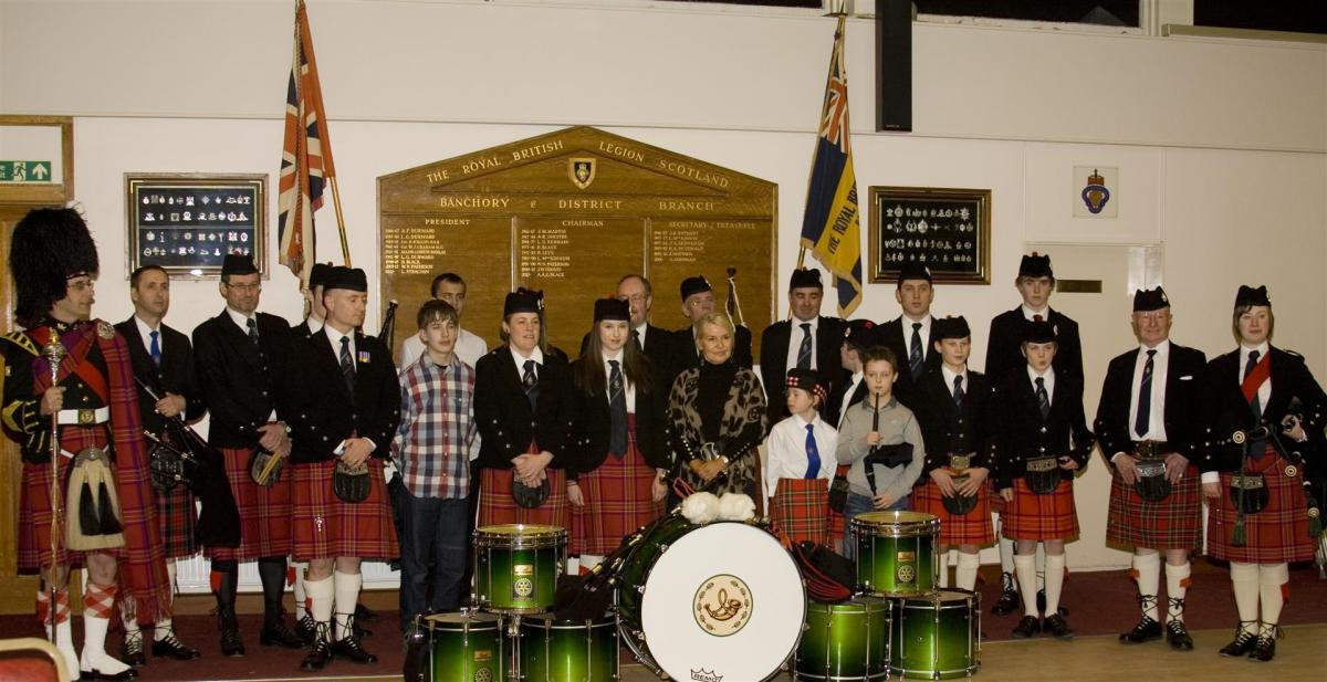 2013 Presentation to Banchory Pipe Band - BL12 (Large)