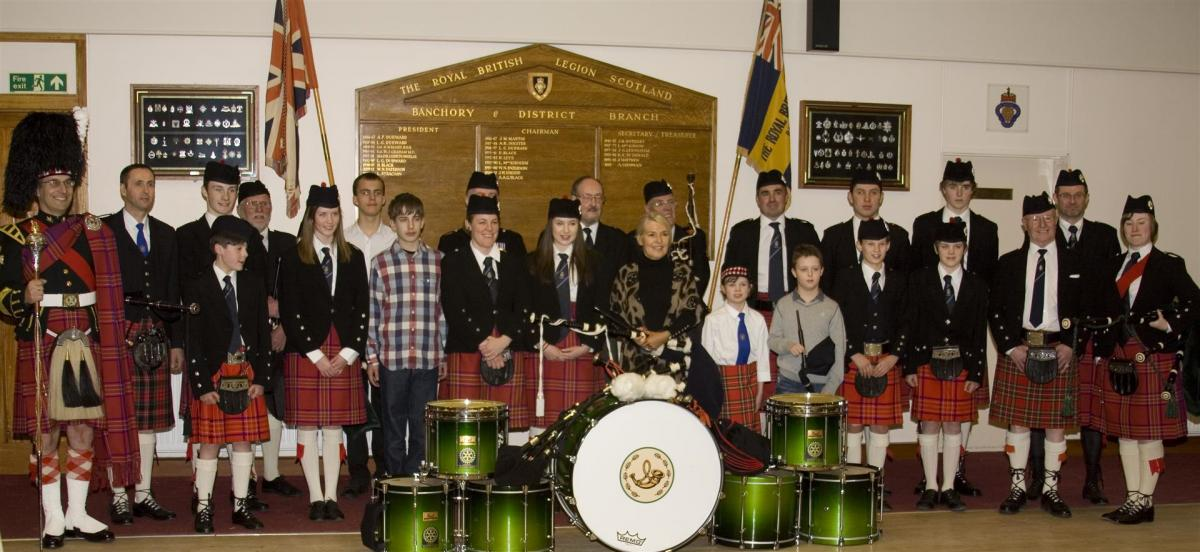 2013 Presentation to Banchory Pipe Band - BL14 (Large)