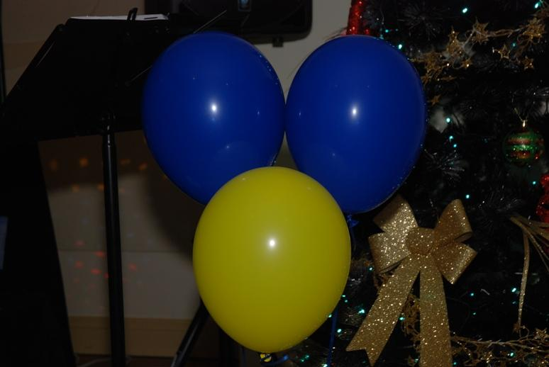 CHARTER DINNER 2015 - Balloons in Rotary's colours adorned the tables.