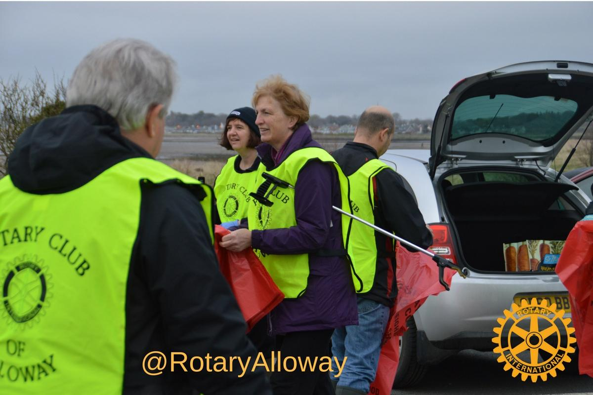 Beach Clean 2017 - Rotarians Meet to collect gloves and bags