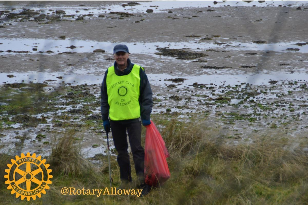 Beach Clean 2017 - Rotarians divided into groups and spread out along the Beach