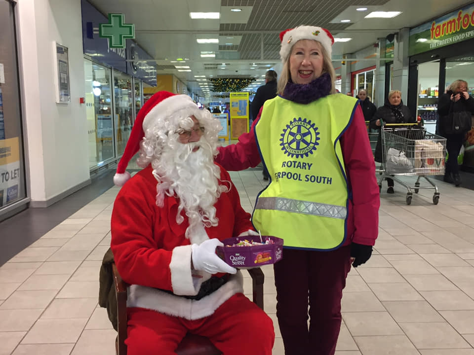 CAROL WAGON 2018. - Father Christmas with Rotarian Elaine Kerr.