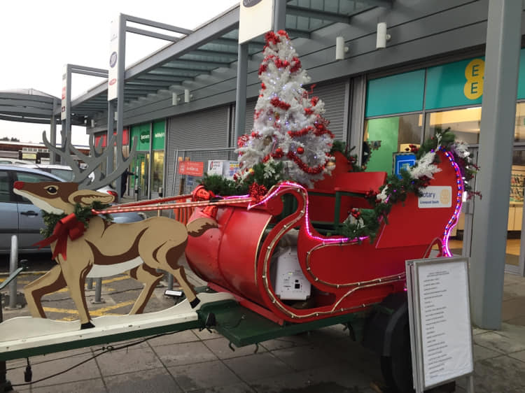 CAROL WAGON 2018. - Carol Wagon parked up and entertaining customers with Carols.