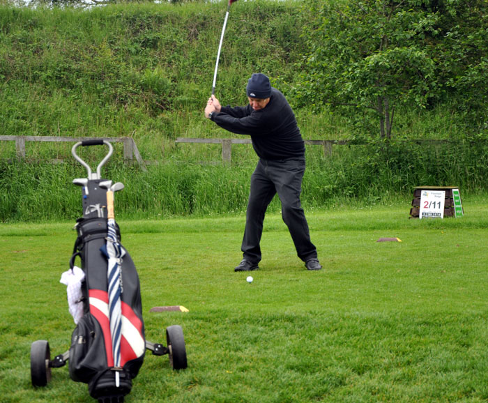 Outside visit - Golf Evening 2012 - Bill showing his new techniqes