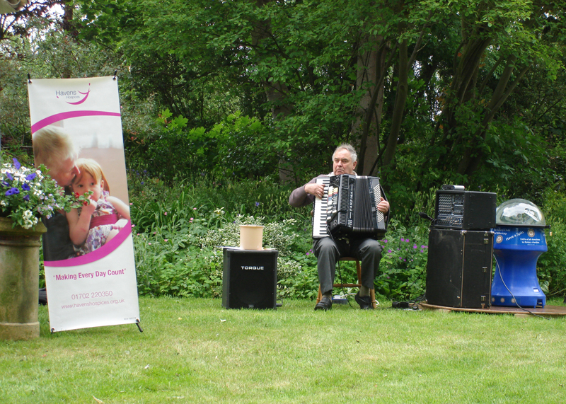 Blues at Burstead - June 2012 - Roger Barnes keeping everybody entertained in the second interval
