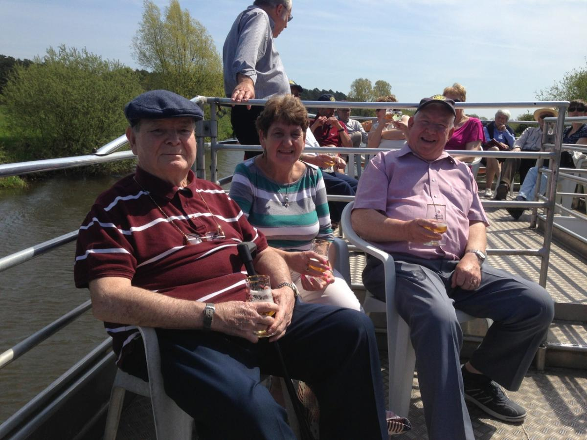 CONTACT CLUB REUNION 2016 - Steve, Lily & Eddie relaxing in the sun