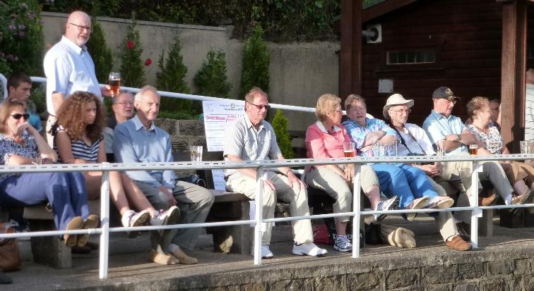 Rufford Park welcomes careful bowlers - The enthralled crowd as excitement mounts...almost suppertime!