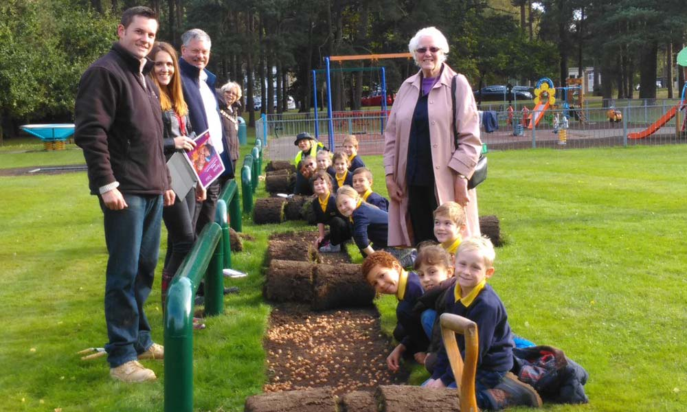 Growing Together to End Polio Now - Purple4Polio Crocus planting at Harmans Water Rec with Harmans Water Primary S