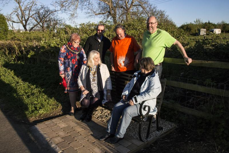 "Thame Rotary""™s latest community project: Brian""™s  Seat on Phoenix Trail - Group photo by Ross Dike"