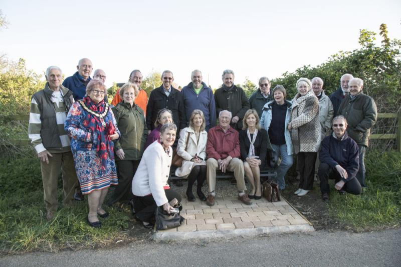 "Thame Rotary""™s latest community project: Brian""™s  Seat on Phoenix Trail - Thame Rotarians, members of Thame Inner Wheel and representatives of Haddenham Beer Festivals Trusts"